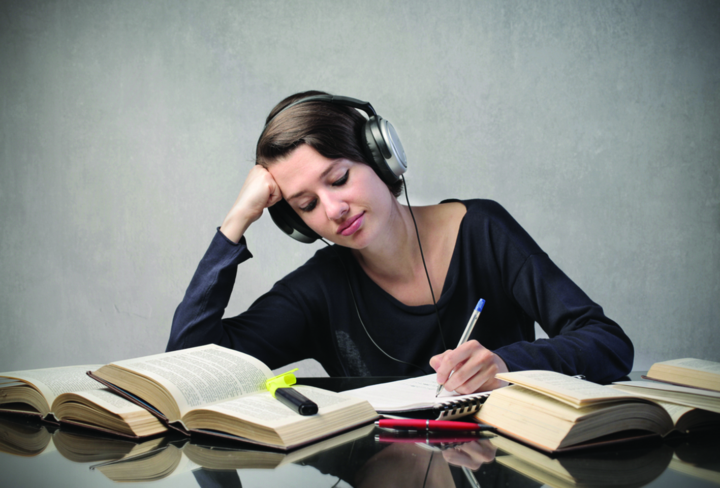 81372991SS-Female-student-listening-to-headphones
