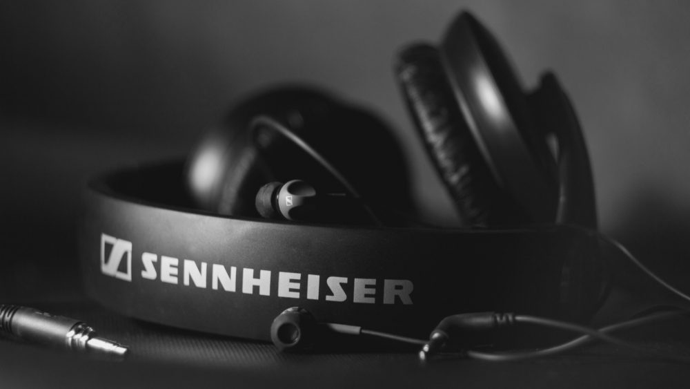 free-headphones-wallpaper-35697-36511-hd-wallpapers