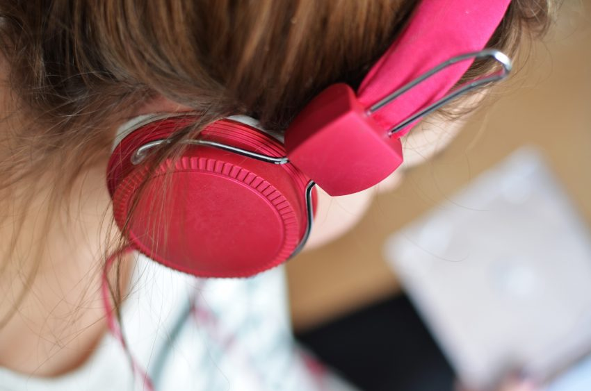 hair-headphone-hearing-3100