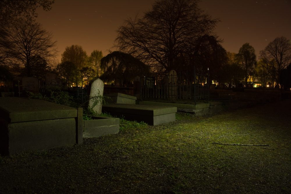 burial-cemetery-dark-782